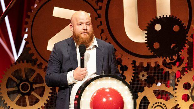Pelle på scenen for at modtage Talentprisen ved Zulu Comedy Galla 2018
